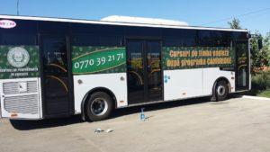 Autobuz inscriptionat Centrul de performanta in educatie